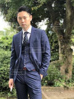スーツとネクタイを身に着けている男の写真・画像素材[1646725]