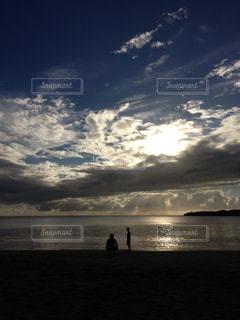 海,空,夕日,親子,男子,男同士,色・表現