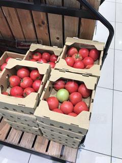 食べ物,屋内,緑,赤,トマト,野菜,市場,食品,段ボール,食材,採れたて,フレッシュ,ベジタブル