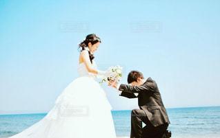 男性,海,夏,カップル,結婚式,景色,男,夫婦,幸せ,タキシード,ブライダル,ウェディング