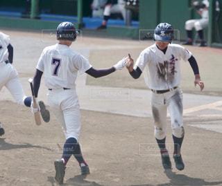 汚れフィールド上に立って野球選手のグループの写真・画像素材[1685801]
