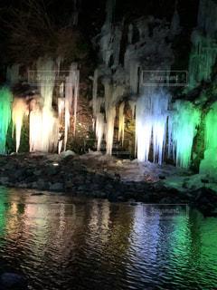 滝のライトアップの写真・画像素材[1680258]
