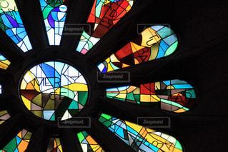ステンドグラスの色彩の写真・画像素材[2342685]