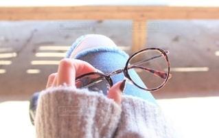 女性,ファッション,アクセサリー,ジーンズ,メガネ女子,眼鏡,伊達眼鏡,デニム,ニット,メガネ,秋冬ファッション