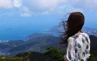 海と山のある景色の写真・画像素材[2793513]