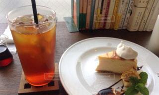 お洒落なカフェで好きな本を読む♡カフェ読書♡の写真・画像素材[1573288]