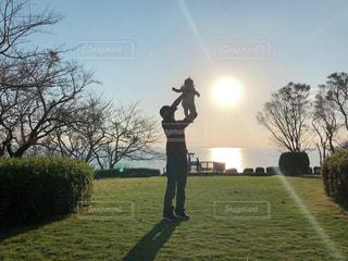 自然,海,夕日,夕焼け,子供,赤ちゃん,未来,希望,父と子