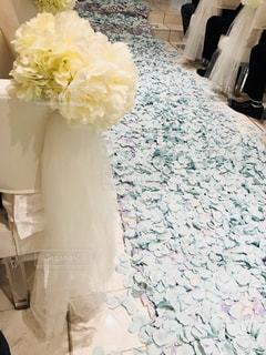 白,結婚式,花びら,教会,ブルー,華やか,ホワイト,チャペル,バージンロード,インスタ映え