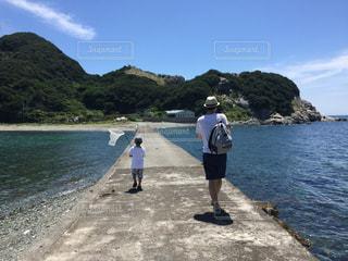 男性,海,空,夏,親子,晴れ,休日,男の子,父子,離島,虫捕り