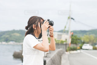 携帯電話で通話中の女性の写真・画像素材[1646822]