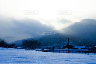 雪に覆われた山の写真・画像素材[1732415]