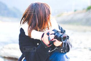 カメラを持って少女の写真・画像素材[1828821]