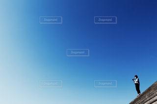 空気を通って飛んで男の写真・画像素材[1863569]