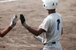 野球の試合をしている男の写真・画像素材[3803845]