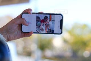 携帯電話を持つ手の写真・画像素材[3882609]