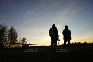 夕暮れの2人の写真・画像素材[1604002]