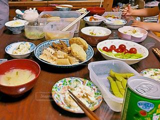 家庭料理,食事,朝食,田舎,テーブル,トマト,味噌汁,朝ごはん,九州,手作り,枝豆,ポテトサラダ,煮物,わいわい,団らん,おばあちゃん家,ごちゃごちゃ,雑多
