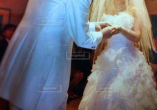 白,指輪,結婚式,人物,人,ウェディングドレス,誓い,新郎,新婦,男女,ノスタルジック,純白,結婚式場,タキシード,儀式,ウェディング,ホワイトカラー