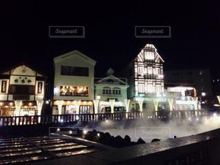 夜の湯畑の写真・画像素材[1680360]