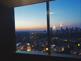 エレベーター待ちに夜景の写真・画像素材[1680383]