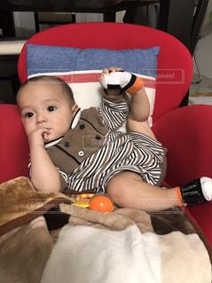 椅子に座っている赤ちゃんの写真・画像素材[1635802]