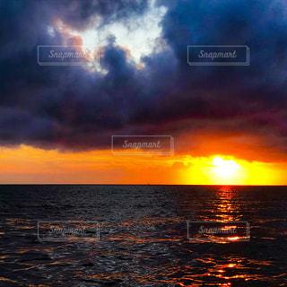 夏、太平洋の日暮れの写真・画像素材[1698001]
