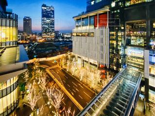 光,イルミネーション,高層ビル,大阪駅,LED,グランフロント大阪,アーキテクチャ,シャンパンゴールド,都市の景観,6階,GRAND FRONT OSAKA