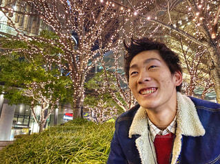男性,夜景,樹木,笑顔,大阪駅,グランフロント大阪,元高校球児,シャンパンゴールド,GRAND FRONT OSAKA