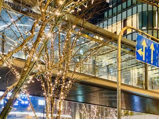 夜景,イルミネーション,LED,道路標識,渡り廊下,グランフロント大阪,シャンパンゴールド,GRAND FRONT OSAKA