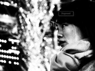 女性,モノクロ,イルミネーション,大阪駅,グランフロント大阪,黒と白,シャンパンゴールド