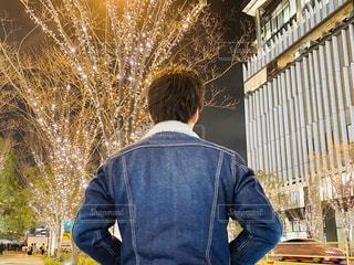 男性,イルミネーション,背中,LED,灯,グランフロント大阪,元高校球児,シャンパンゴールド,GRAND FRONT OSAKA