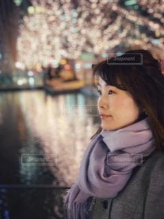 女性,水,光,イルミネーション,LED,けやき,グランフロント大阪,うめきた広場,シャンパンゴールド,GRAND FRONT OSAKA