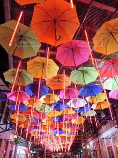 カラフルな傘の写真・画像素材[1589501]