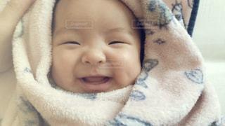 くるまれ赤ちゃんの写真・画像素材[1588511]