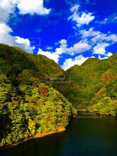 自然,秋,紅葉,湖,秋景色,鮮やか,旅行,ハイキング,色彩,コントラスト,リフレッシュ,昇仙峡,初秋,旅したくなるフォト