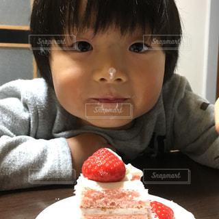 顔面で食べたい大好きなケーキ!の写真・画像素材[1640654]