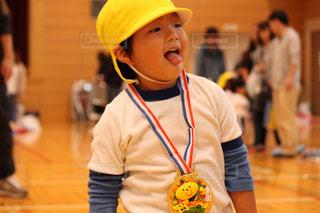 体育館,幼児,男の子,運動会,体育祭,保育園,行事,体操着,メダル,学校行事