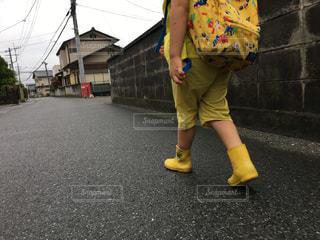 雨上がりの帰り道の写真・画像素材[2181513]