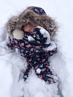 子ども,冬,雪,白,笑顔,男の子,日中