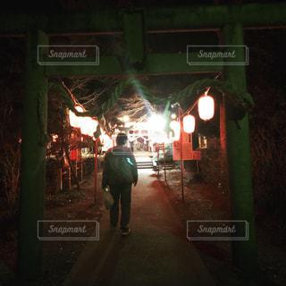 男性,夜景,神社,後ろ姿,男,キラキラ,初詣,お散歩,旦那さん,星宮神社