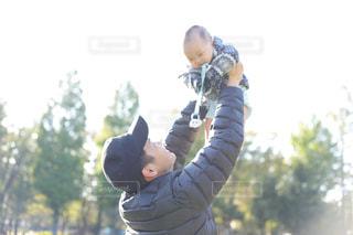 パパと遊ぶ息子の写真・画像素材[1627427]