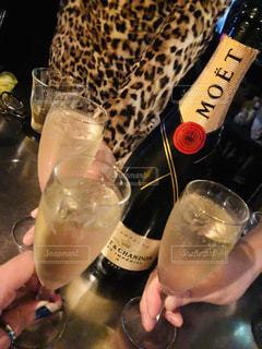 飲み物,人物,イベント,ボトル,グラス,お祝い,乾杯,ドリンク,シャンパン,パーティー,アルコール,手元,MOET CHANDON