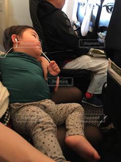 飛行機,子供,男の子,機内,おじさん,お腹,おっさん