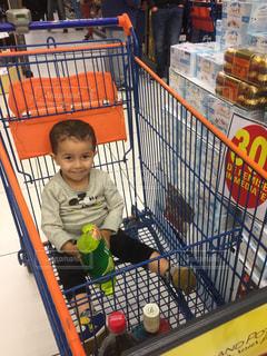 屋内,人物,大きい,人,フランス,カート,買い物,男の子,3歳,スーパーマーケット