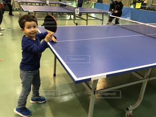卓球をする男の子の写真・画像素材[2183811]