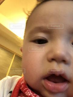 子供が自撮りの写真・画像素材[2268944]