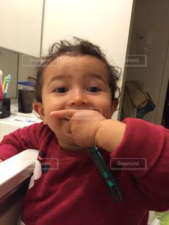 自分で歯磨きの写真・画像素材[2447615]