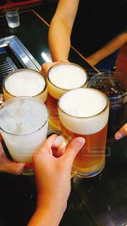 昼間からお酒で乾杯の写真・画像素材[1644616]