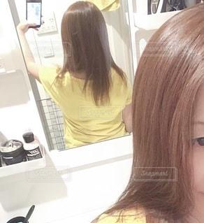 自分の後ろ姿の写真・画像素材[2687671]