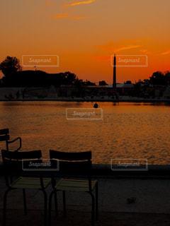 公園,屋外,海外,綺麗,夕焼け,池,観光,椅子,都会,リラックス,人,旅,フランス,パリ,広場,海外旅行,イス